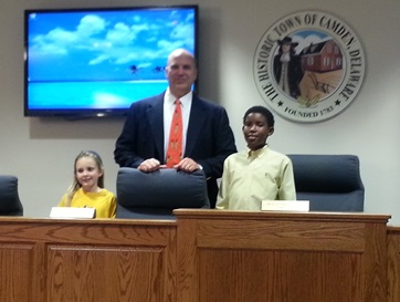 Mayor Edmanson with Nelly Stokes students Marquise Baine and Olivia Hudson